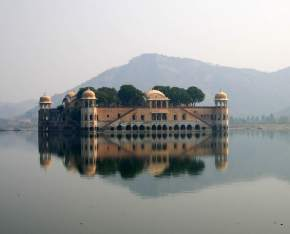 attractions-Jal-Mahal-Jaipur
