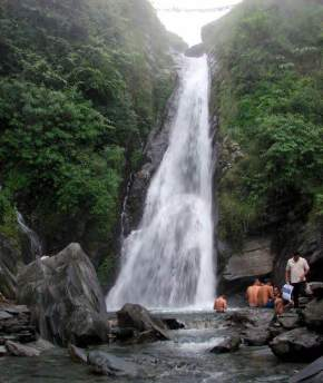 attractions-Bhagsunag-Fall-Dharamsala