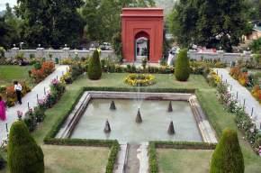 mughal-garden-srinagar