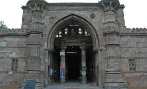attractions-Ahmed-Shah-Tomb-Ahmedabad