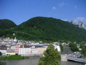 attractions--Austria