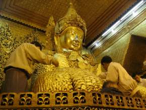 attractions-Mahamuni-Paya-Pagoda-Myanmar