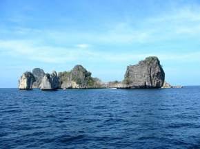 attractions-Hin-Daeng-Thailand