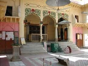 attractions-Radha-Damodara-Temple-Vrindavan