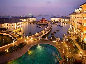 attractions-Hanoi-West-Lake-Vietnam