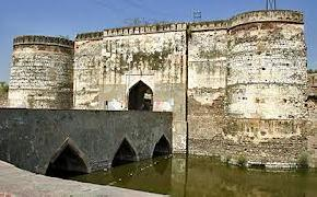 attractions-Lohagarh-Fort-Bharatpur