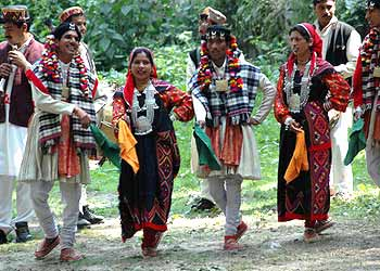 simla women Those who love exploring places,i would say manali is one of the must visit  places in india before heading to manali,make sure you have all needed stuffs.