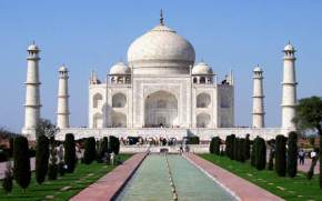 places to visit near Agra