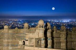places to visit near Gwalior
