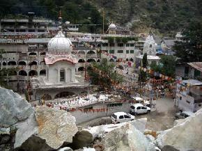 lakes-in-manikaran