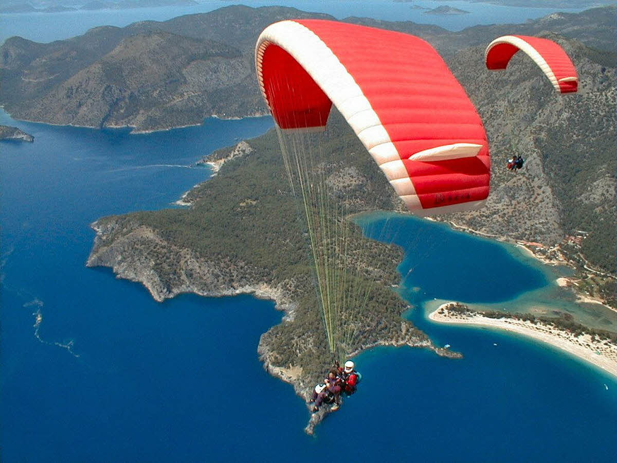 travel-activities-Paragliding